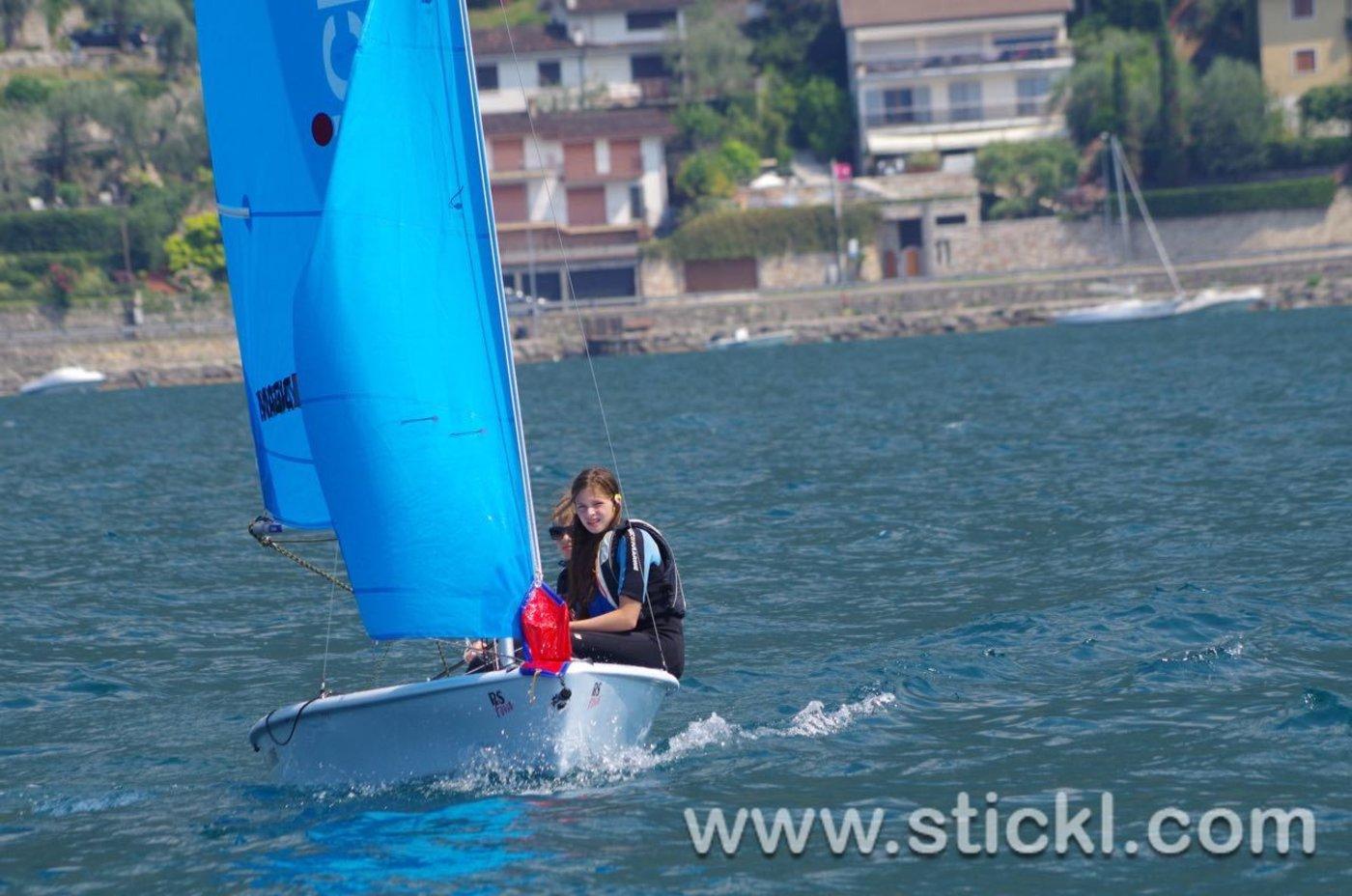RS Feva mit blauem Segel