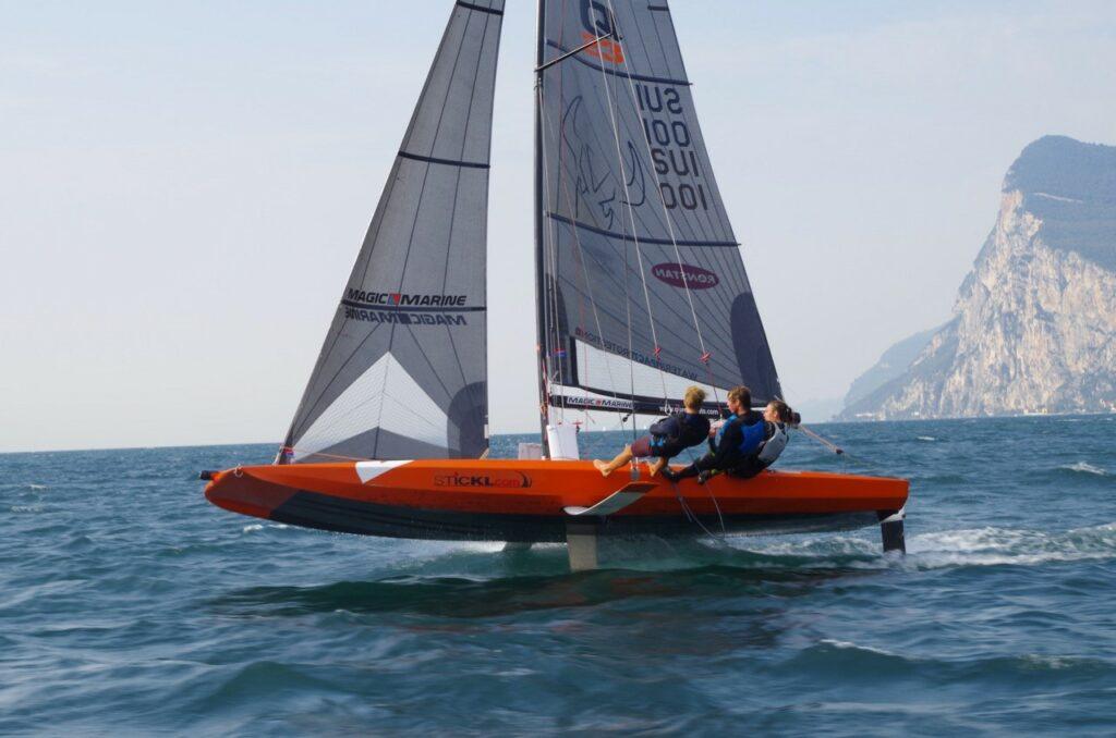 Quant 23 fliegt mit 3 Mann über den Gardasee
