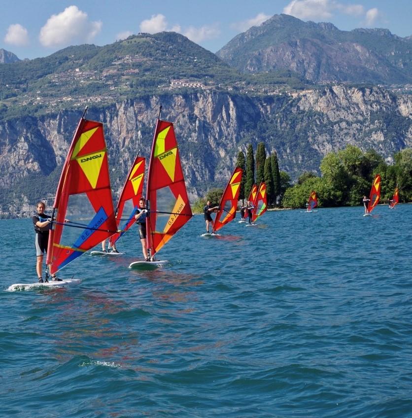 Windsurfer in der Bucht Val di Sogno