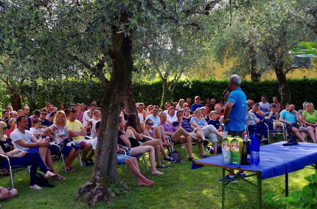 Meeting im Sportcamp-Gelände