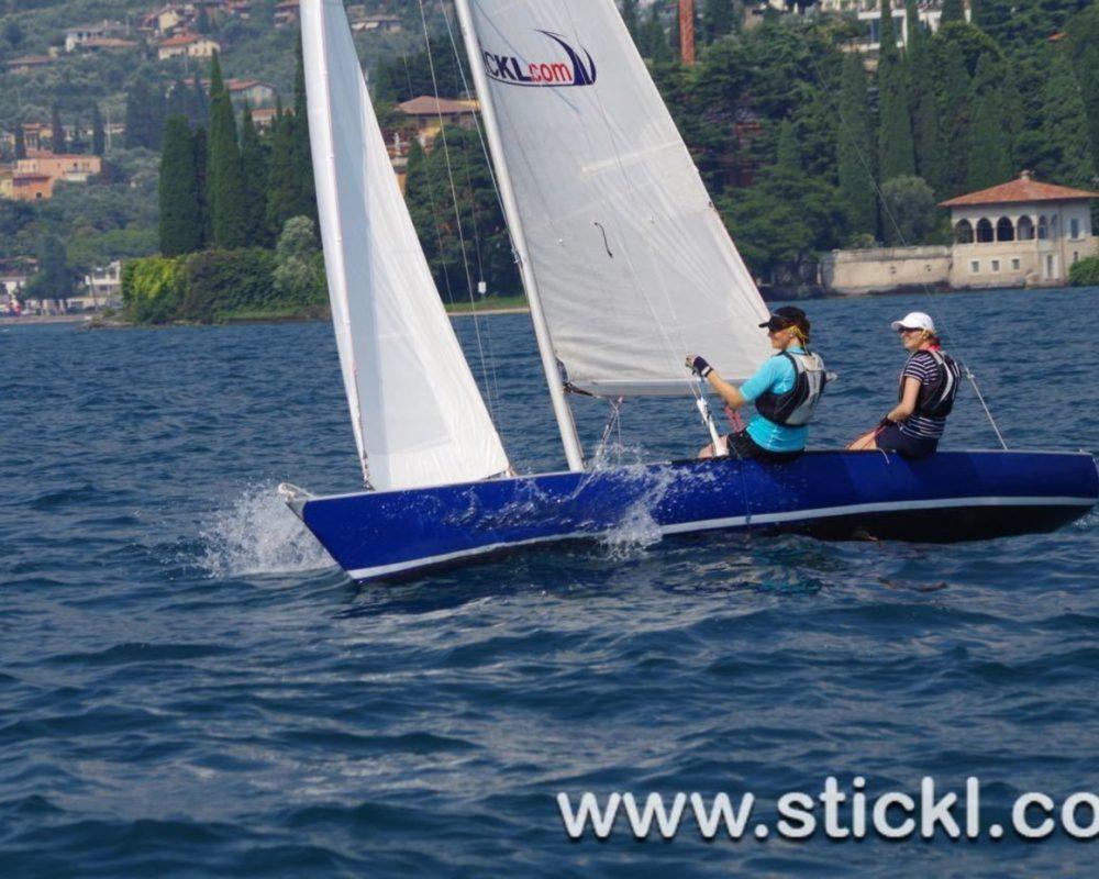 Blaue Dyas segelt Amwindkurs